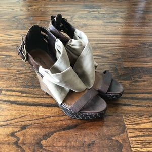 Halogen wedge sandals